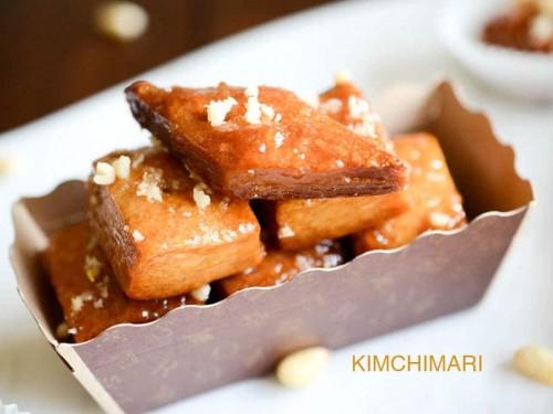 Korean dessert pastry Yakwa c 1024x678 1 500x375 1 - Top 5 Korean Sweets